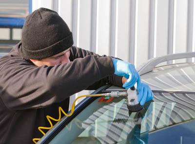 Ремонт трещин лобового стекла автомобилей